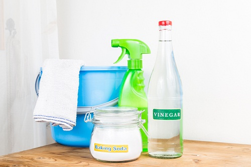 cleaning-windows-with-vinegar